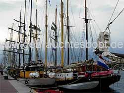 Segeln mit Segelboot, Yacht und Motorsegler